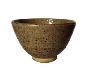 Tmavší pískový kalíšek na čaj – Unikátní autorský šálek