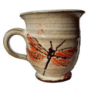 Vyšší hrnek s vážkami – Zdobený šálek z keramiky
