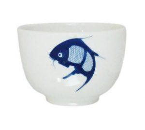 Bílý kalíšek s modrou rybkou, Šálek na čaj s modrým kaprem