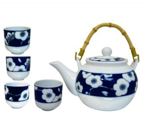 Modrobílá sada na čaj s květy, Porcelánový set se zdobením