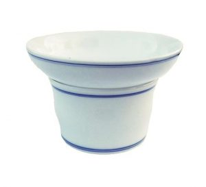 Bílé porcelánové sítko na čaj – Jemné sítko s modrými pruhy