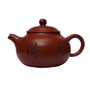 Stvětlá yixingová konvička s rákosem a znaky