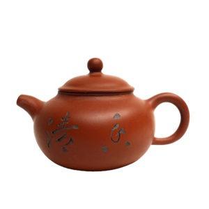 Cihlová yixingová konvička s čínskými znaky a bambusem – 120 ml