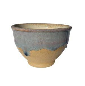 Béžová miska na čaj s bledě-modrou stékanou glazurou – 180 ml
