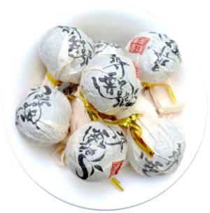 2020 Yi Wu Da Shu Hong Cha – červený lisovaný čaj z Yunnanu
